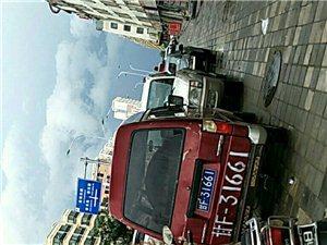 福春花园北门人行道有数辆小车停在人行道数年车轮连转都不带转一圈怎么始终就没有有关部门整顿一下?