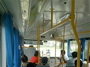 今天第一次坐七路公交车,从余店坐居然要二块钱,不是说十公里以内一块钱嘛,魏刚那边公交车都是一块钱,真