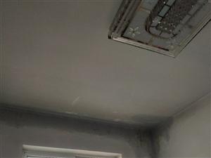 楼房漏雨十几年了!交了维修基金!找物业房管局他们不给维修!