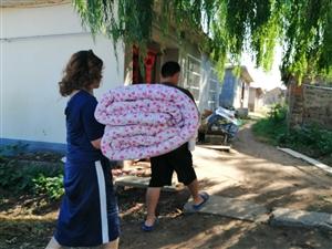 2019年8月29日,莱阳市梨乡星爱心公益发展中心的志愿者刘冬梅到被资助的贫困学生家里看望资助的学生