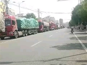 大卡车真多!速度还快。