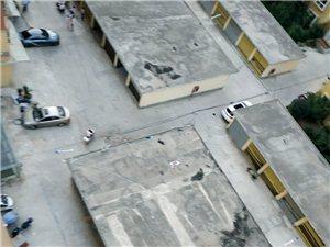 建国新村物业不作为,在两栋楼中间建两排车库严重影响消防通道!
