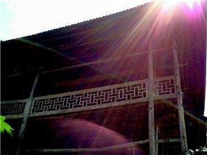 吊脚高楼(15米)平地起,白云深处有人家。