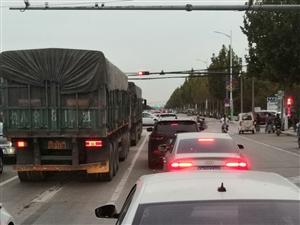 这两个大车从乐安街北头到南头