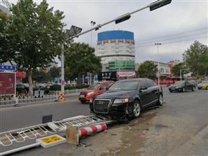 突发!在博城五路与胜利三路交叉路口,出现了这么一幕,可见行车无小事啊!