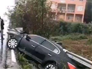 下雨天。司机们注意安全啊