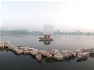 不识博城真面目,只因今晨在雾中