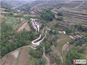 航拍恭门镇仁湾村,一个隐居的小山村