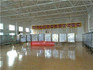 国庆邮展今日在五一社区展出,居民火爆