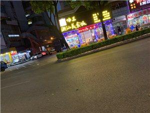 沙坪这间饭店非法占用停车位置