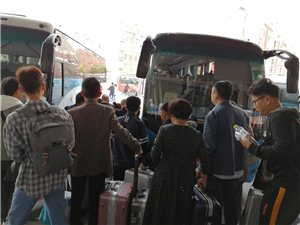 真的是过节!博兴汽车站格外热闹!简直就是人挤人啊!!