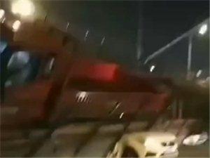 突发:无锡一高架桥发生倒塌