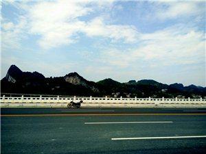 来凤火车站迎宾大道何时修?看看人家咸丰的…。