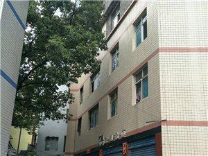 位于彭水县中医院附近有多套房屋出租,采光很好,可以停放汽车,价格在4000--8000不等,有需要的