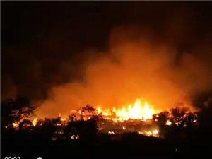火灾无情人间有爱,湖南保靖一个村庄发生火灾已烧毁62栋房屋,苗歌网携手米纳兄苗族电影摄制组捐赠物资