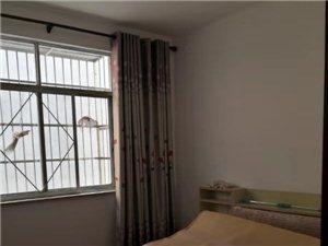 ??地址:莲塘镇府附近,精装修,有土地证??户型:三室两厅两卫生间一厨房,另柴火间4平,水电独立。