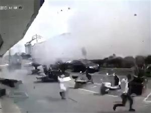 �o�a小吃店爆炸��亡人�倒�布,15人送�t院,6人���救�o效死亡