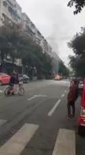 文井街,谁的车燃了