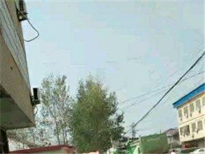 霍邱新一中东门对面严重堵车,请领到重视,给孩子一个安全道路!