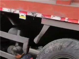 突发:大地小学附近发生车祸,一孩子……