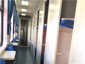 包火车了,真是,一节车厢就我自己!