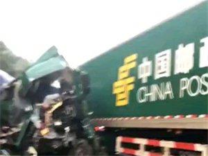 视频:大广高速上发生一起交通事故,太吓人了