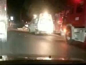 滨州一出租车与罐车猛烈相撞!司机被紧急送医