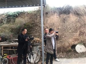 手机纪实摄影:县上的记者来到了李沟村