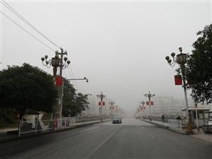 晨雾四起,紧拥松桃城!
