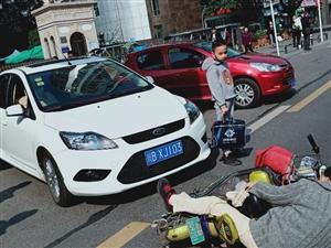 文明出行,安全行驶,当绵阳文明市民。遵守交通规则