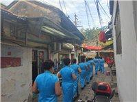 潢川弋阳古城街头,一群女子身穿旗袍,引人注目!