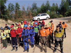 十五�q少年在斗�T�S�钌降巧绞��,珠海市��急志愿者服�罩ш�努力搜救