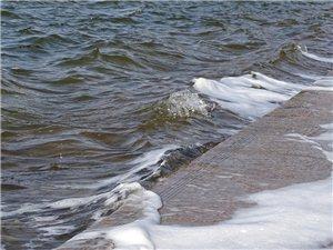 凤栖湖的浪