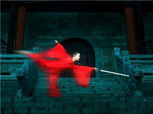 侠骨柔情风雨路,一剑才横磨看天郎。