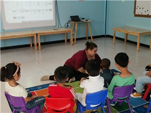 3-7�q的孩子和外教�W英�Z