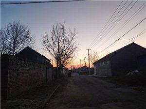 早上的村�f格外���o