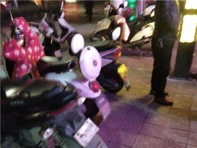 年关将近,潢川街头再现小偷,吃个饭的功夫,电瓶车被偷走!