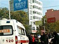 潢川弋阳路发生一起交通事故,电瓶车被撞出十余米远,伤者倒地...