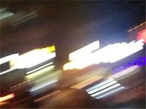 宁西路五中学校门口发生严重交通事故