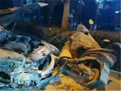 潢川宁西路发生一起交通事故,两车相撞满地碎片,驾驶人醉驾...