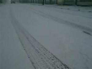【��坻各�雪��l】��坻有�F有雪,注意安全哦感�x各位�W友拍的小��l!看是�l的,和我�I取�t包哦城北