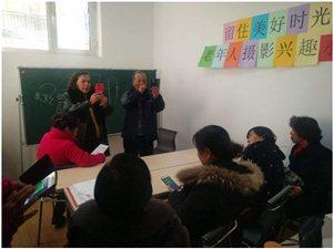 官坝社区老年人摄像小组活动