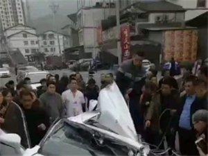 【爆料】棉花坝武中门口严重车祸