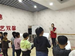 12月13日,�R�市梨�l星�坌墓�益�l展中心的志愿者�淼饺R�市���P舞蹈�W校,�樯倌�和�教授口�Z表�_�n程