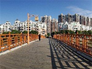 香都广场高架桥,木桥视角。
