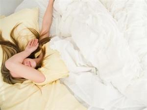 """最近睡觉经常被""""鬼压床"""",被压的时候如果完全不反抗可以吗?你们都怎么做的?"""