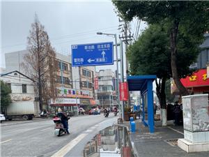 新建的牌坊路、东洲路上的候车亭