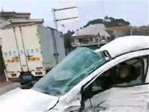突发!榜溪206国道发生车祸,二车严重变形!