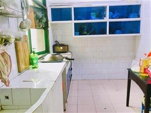 两室一厅一厨一卫,家电其全,价格优惠,地址:松桃县蓼皋镇东风路中国工商银行旁六楼。有需要的打电话;
