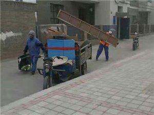看,物�I公司又在清理�堑离s物,消除火�碾[患,��I主居住�h境提供安全保障。